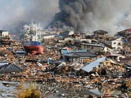 Debris-amid-floodwaters-