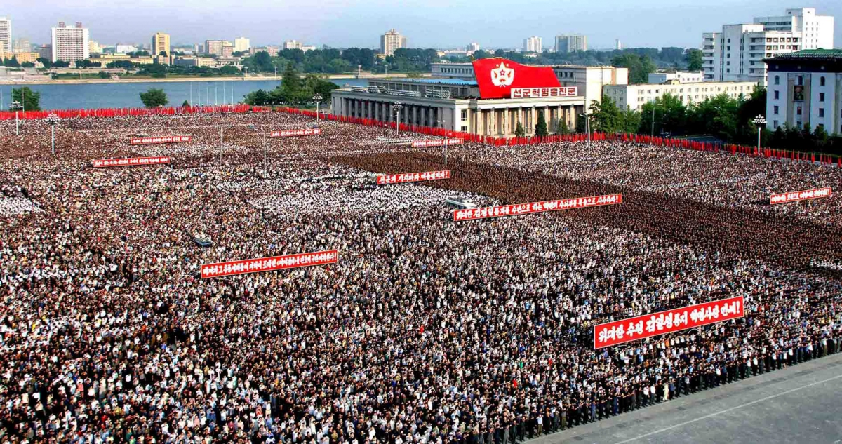 """On rappel plus sérieusement que le digne successeur de Kim Jong Il est aussi un profond taré dangereux et certainement aussi """"salope"""" que son père."""