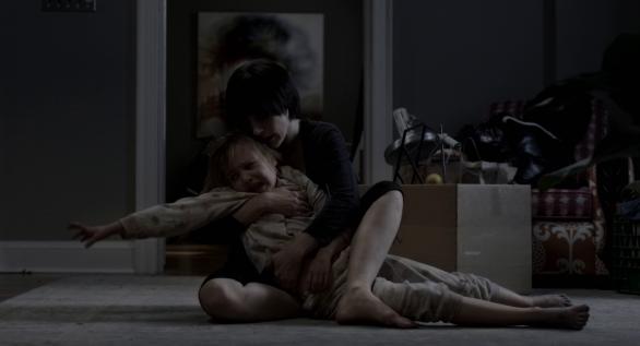 Annabel (Jessica Chastain) et la plus petite des fillettes, Lilly (Isabelle Nélisse)
